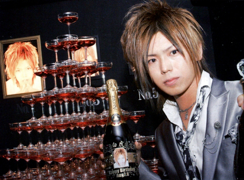 Shall we have a red champagne tower tonight...