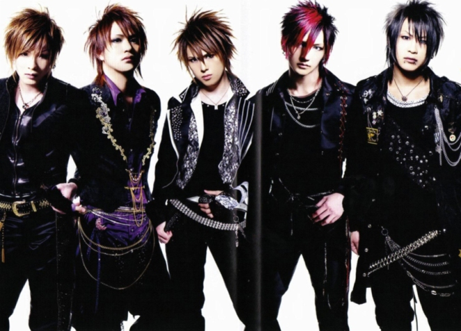Visual kei artists take the stage sporting outrageous hair, lots of glitter and chains. This is Duel Jewel, one of my favorite bands.