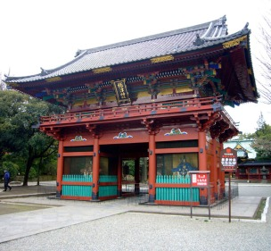 At the Nezu shrine, the main gate is flanked by two fierce samurai figures.