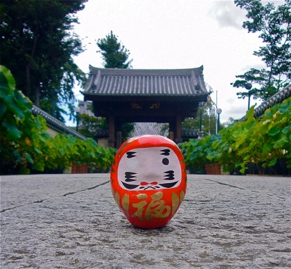 Color in one eye of a Daruma figure when you make a wish, then color in the other when the wish comes true.