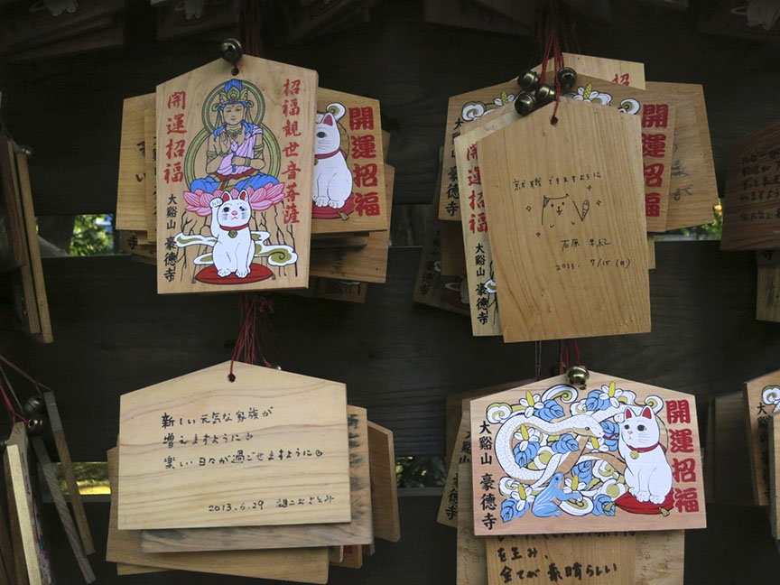 Even the prayer plaques at Gotokuji feature cats. My favorite one, though, is the one someone drew on the back of the ema in the upper right!
