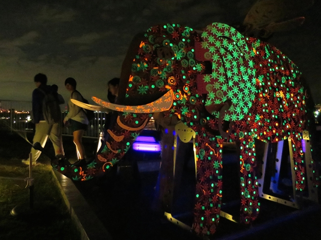 This glow-in-the-dark elephant squirted water from its trunk when its tail was cranked.