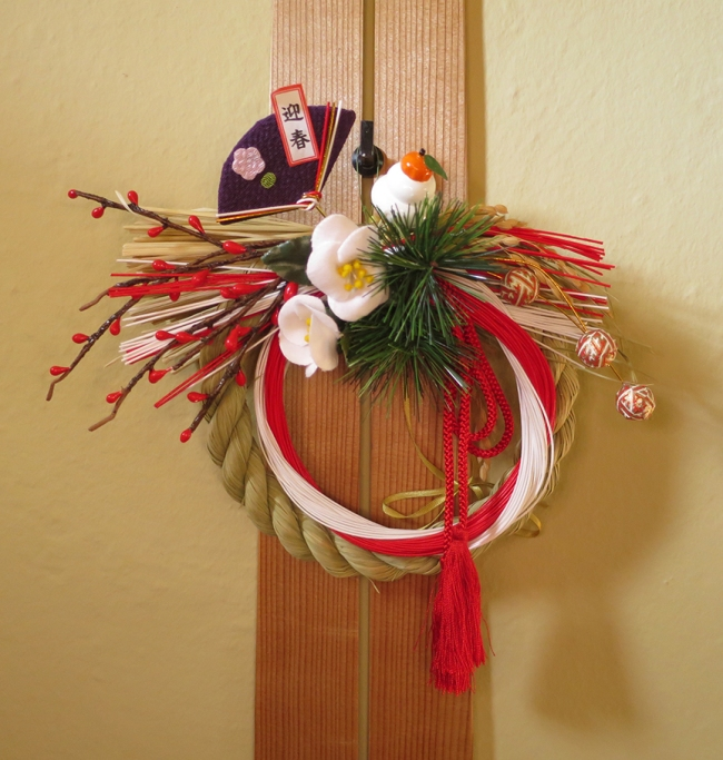 This is called a shimenawa, and although it comes in many shapes, it always includes rice straw, to ensure there will be plenty of rice and snacks with eyes in the year to come.