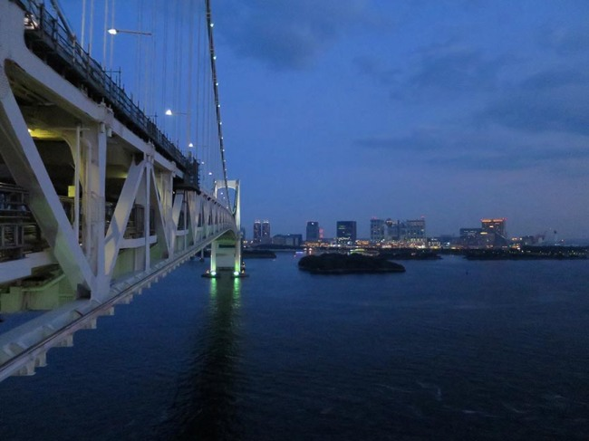 But now, if we turn the other way, we start to see the lights of Odaiba!