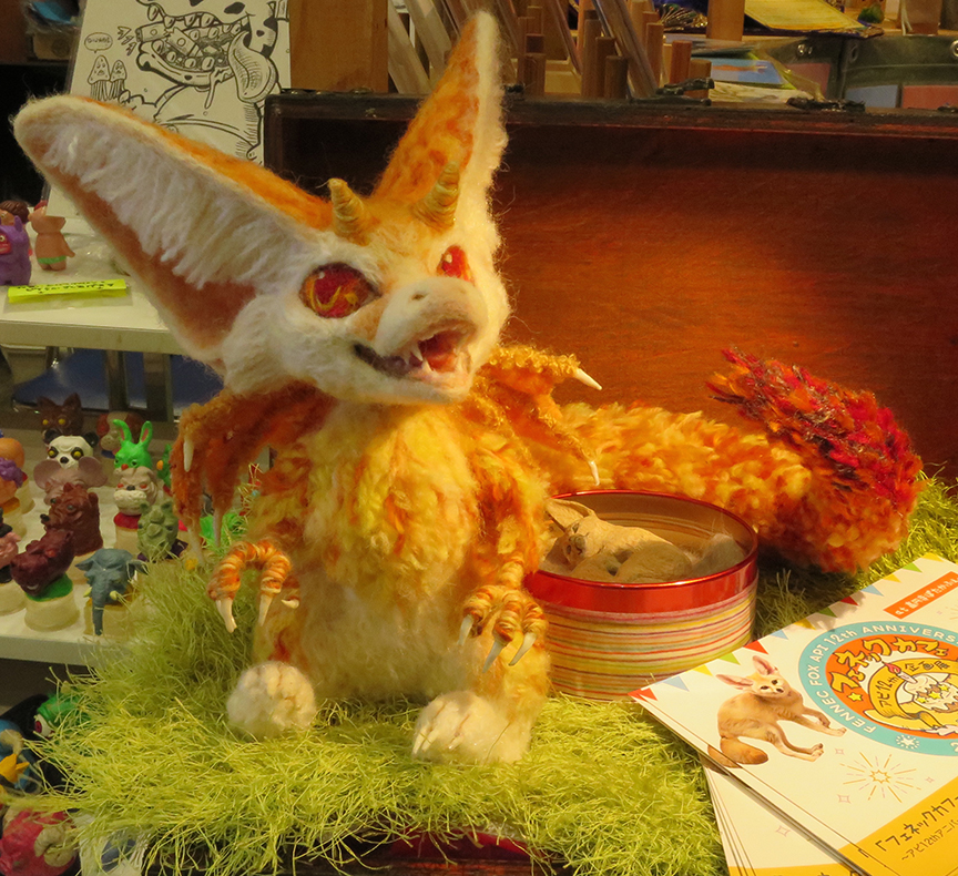And this fab felted fennec fox, crafted by an artist who ACTUALLY HAS ONE AS A PET.nijikake.wix.com/kama