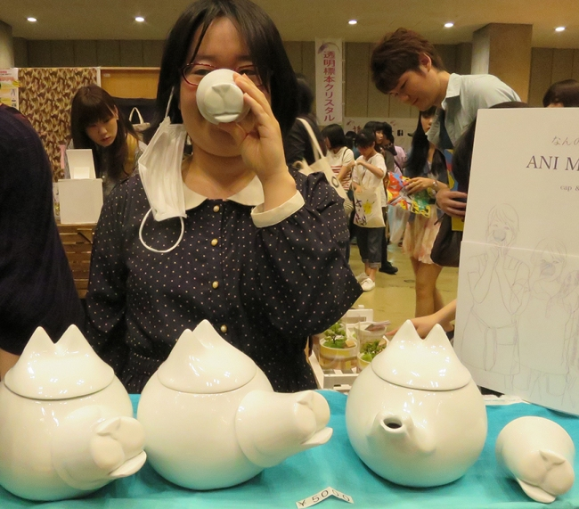 Or, if you'd rather not scare the bejeezus out of your compadres, how about a nice cuppa that turns you into a cute piggy every time you take a sip? Kana Nagasawa