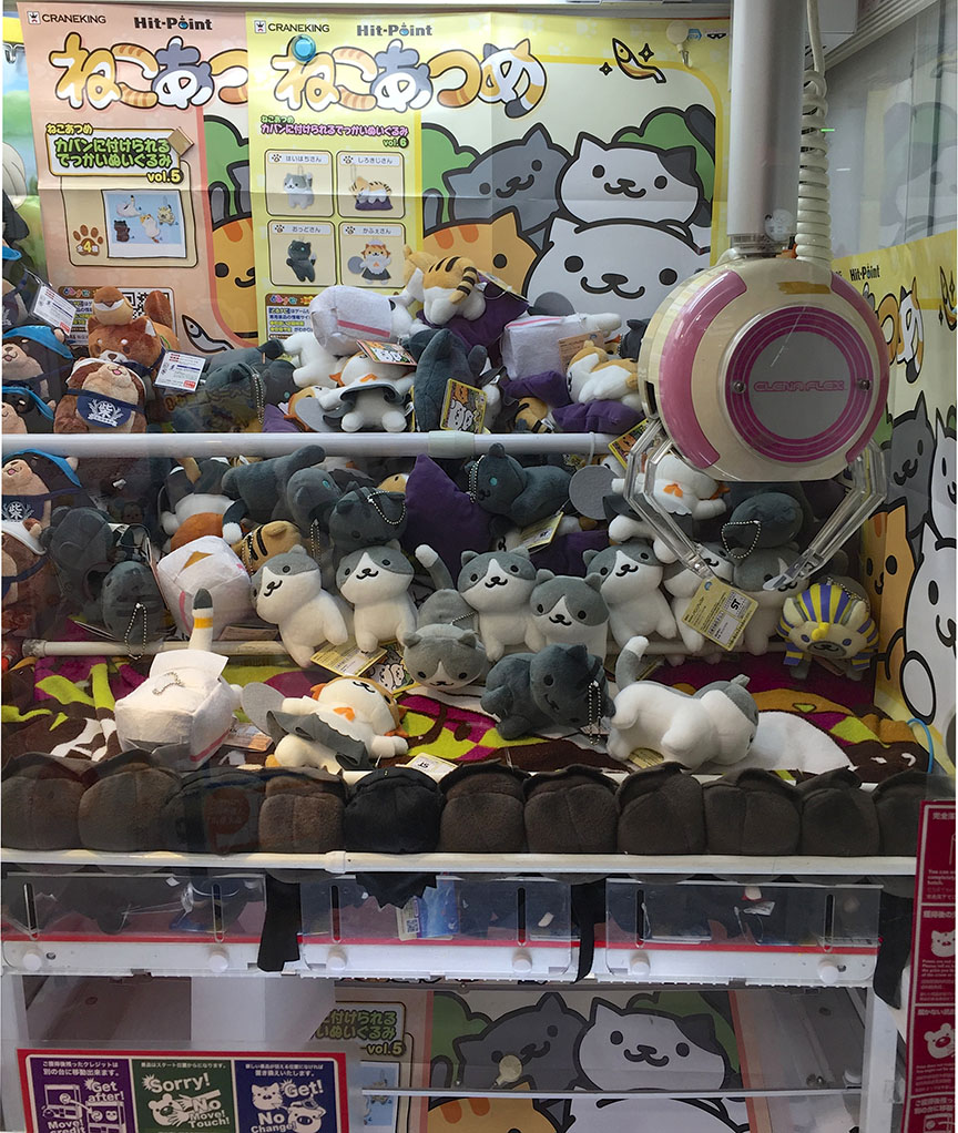 But you'll be happy to know that I haven't taken total leave of my senses, because a few days later at Nakano Broadway when I saw this claw machine I RESISTED. (Because DUH that way lies madness WE ALL KNOW THAT.)