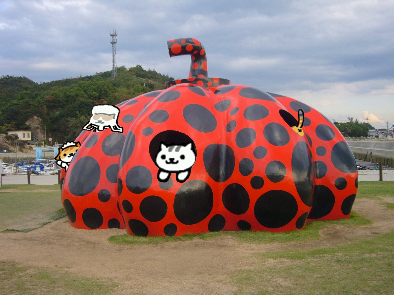 And finally, Yayoi Kusama really ought to make this sculpture available as a goodie JUST SAYIN