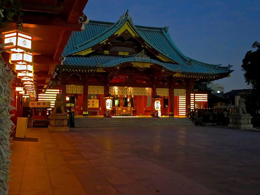 Kanda Myojin shrine lit up at night