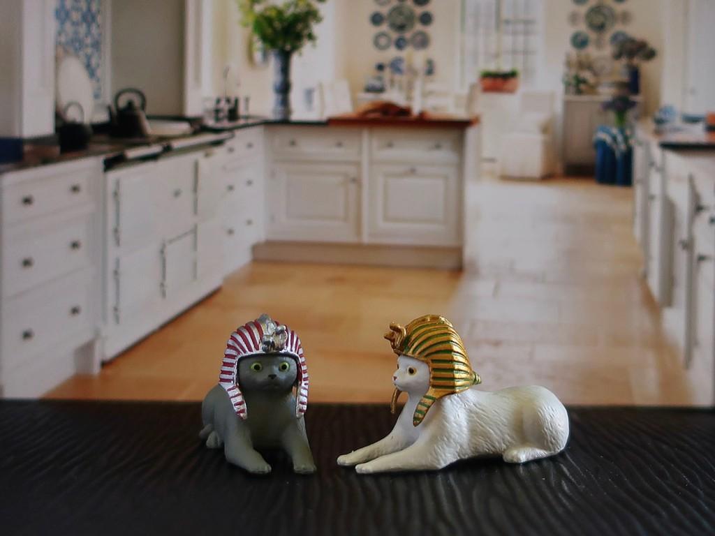 Sphinx cat Japanese gachapon toys