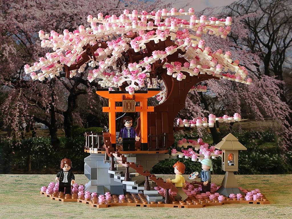 Buildiverse Lego light-up cherry tree sakura kit with four minifigs